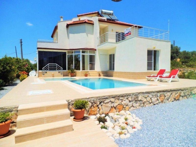 Türkei Immobilie Villa im grünen mit Pool HomeBooster