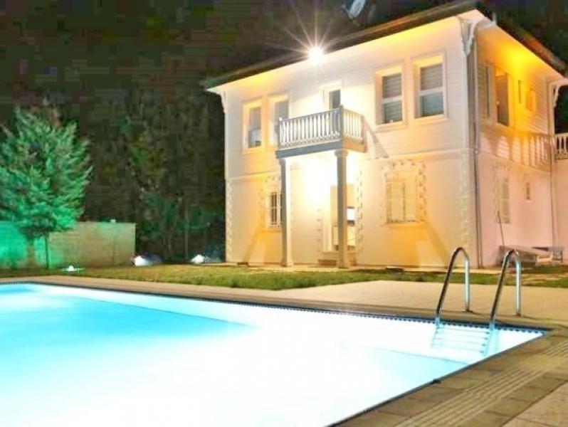 sch ne herrschaftliche villa in istanbul sariyer. Black Bedroom Furniture Sets. Home Design Ideas