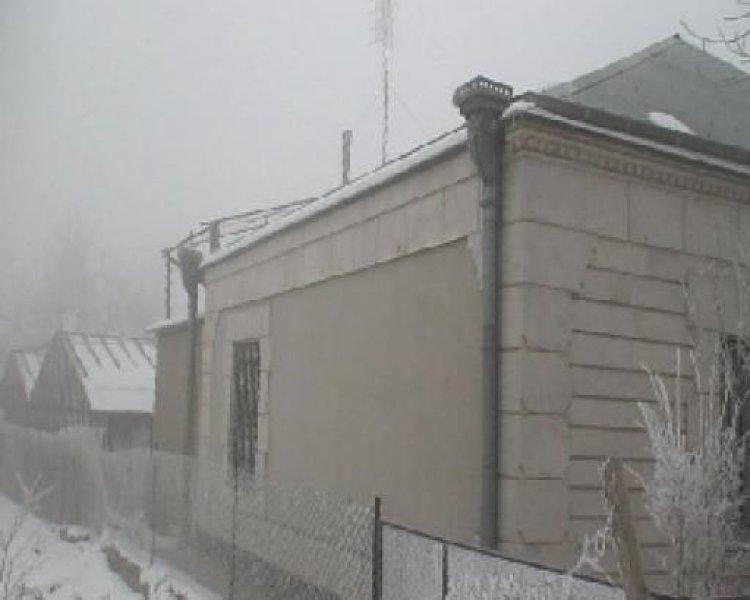 Ein Hubsches Haus In Armenien Mit Gewachshaus Homebooster