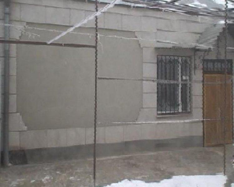 ein h bsches haus in armenien mit gew chshaus homebooster. Black Bedroom Furniture Sets. Home Design Ideas
