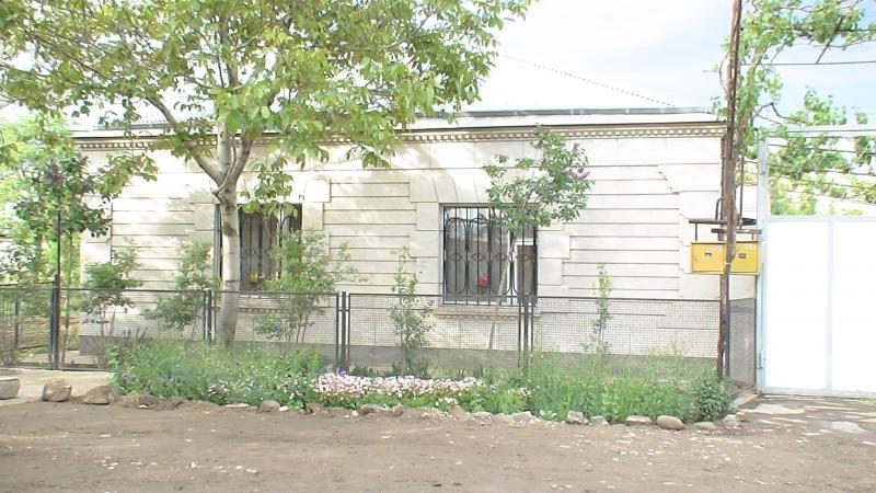 Ein hübsches Haus in Armenien mit Gewächshaus - HomeBooster